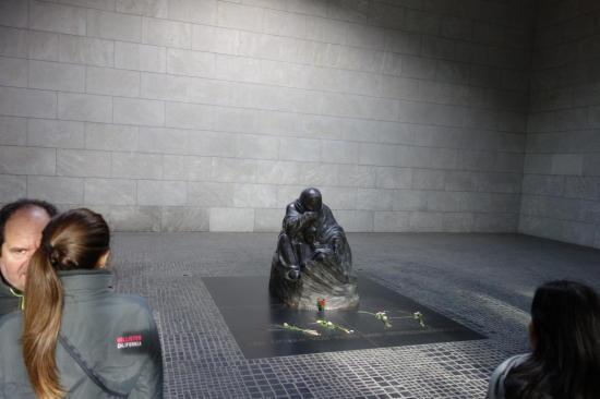 ضحايا الحرب النازيه ، العسكر