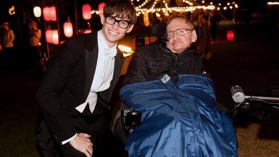 الممثل إيدي مع ستيفن هوكينج الحقيقي